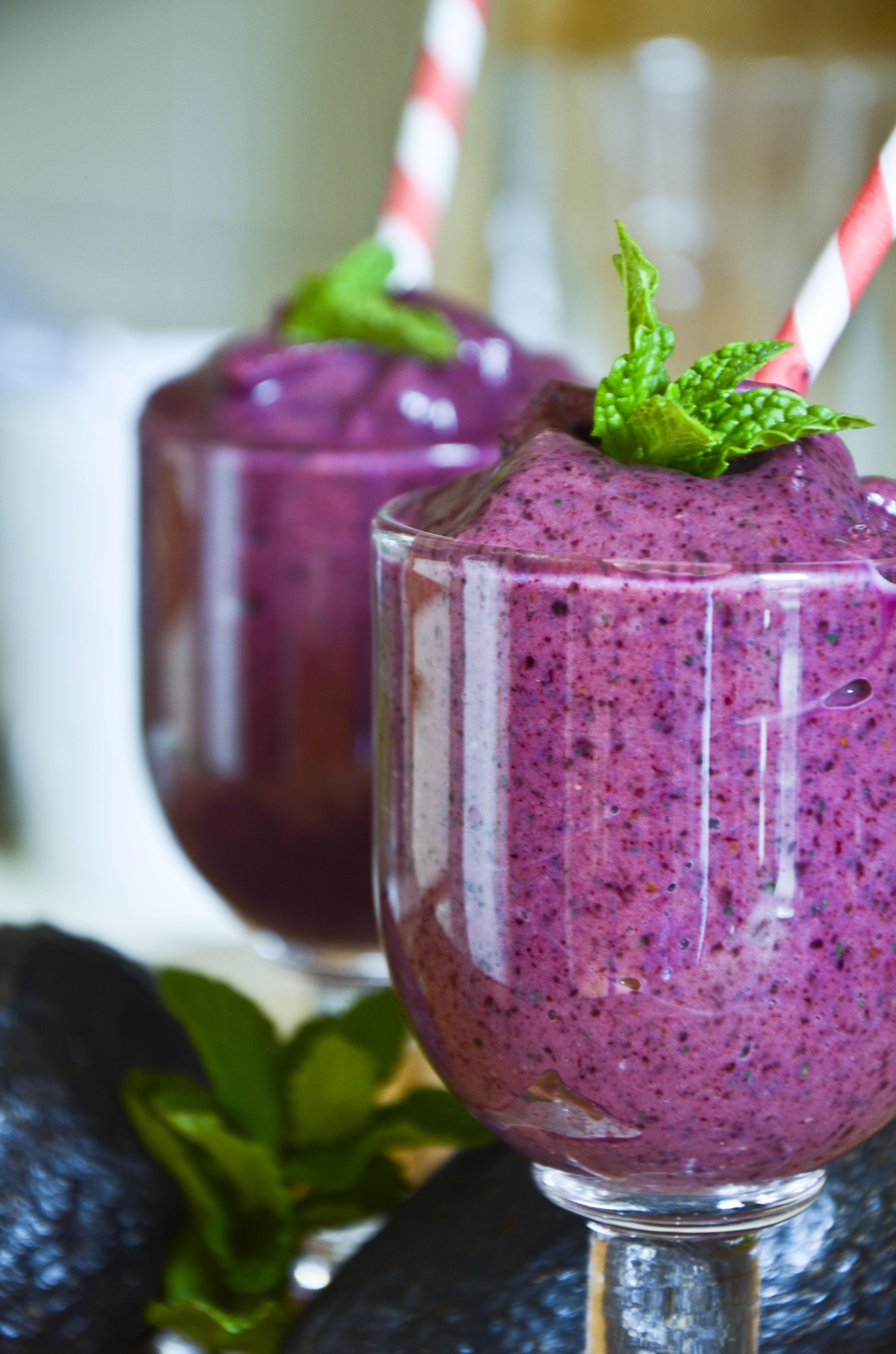 Blueberry Avocado Detox Smoothie –